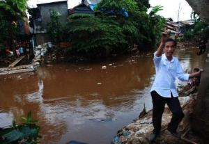 Jokowi di Bantaran Kali Ciliwung